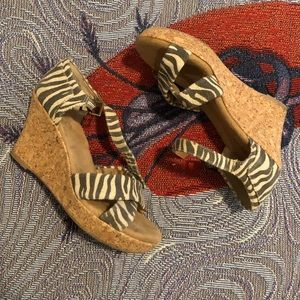 White mountain cork wedge zebra print sandals 8.5